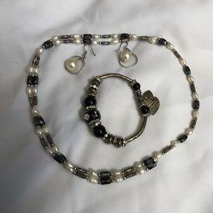 Fresh water pearls white baroque & garnet necklace